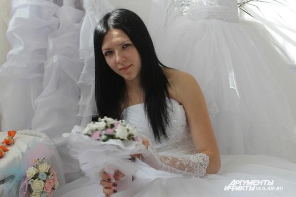 Волгоградкам представили белоснежные платья