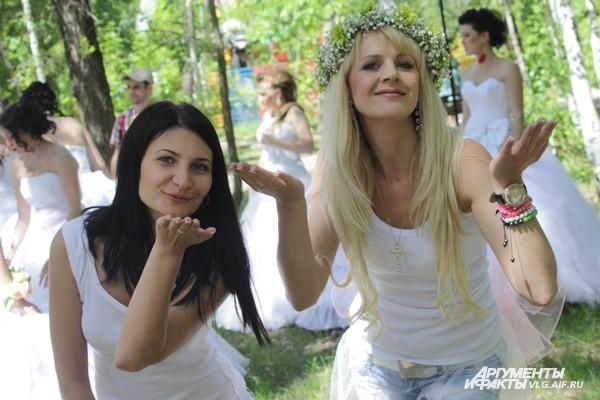 31 мая в мире отмечают Международный день блондинок. С одной стороны, название известного фильма навязывает мнение, что «джентльмены предпочитают блондинок». С другой стороны, в народе укрепилось представление о светловолосых девушках как не о самых больш