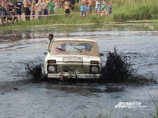 «Жигули» специально к участию в гонках прошли «апгрейд».