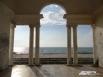 Строение - стилизация под греков, росписи на стенах и колоннах - стилизация под вандалов