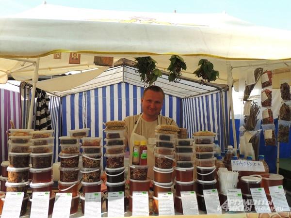 Пчеловод Евгений привез мед из Кумылженского района Волгоградской области