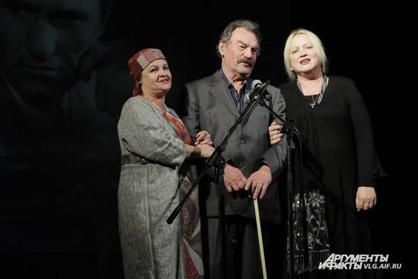 В окружении столичных знаменитостей волгоградский актер Петр Зайченко