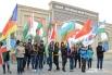 Интернационал у входа в Парк дружбы Волгограда и Баку
