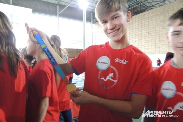 Каждый участник мастер-класса смог подержаться за настоящую золотую олимпийскую медаль.
