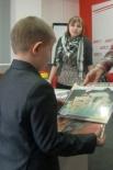 """От компании """"Вундеркинд"""" приз получили Кисилевские Полина и Гоша."""