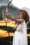Возрастная категория 10-12 лет: Номинация «Открытие года» вручена Софии Залевской в костюме Дианы, богини охоты.