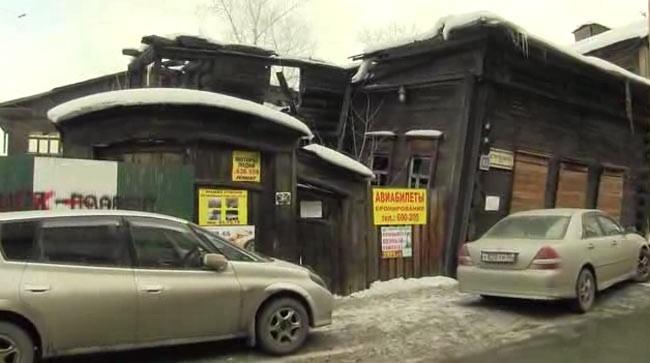 Заброшенные памятники архитектуры - территория бесплатной рекламы.