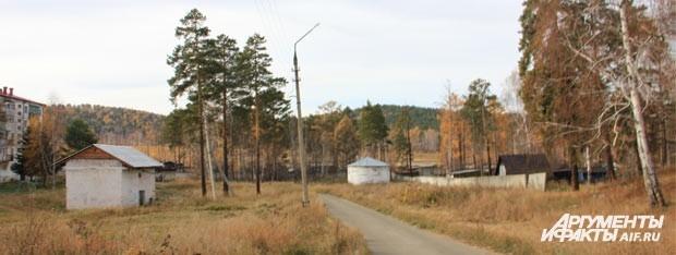 Старая система канализации (на фото справа) ведет напрямую в речку «вонючку».