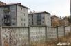 В Чистых Ключах всего семь домов, последний из которых несколько раз обрушался при строительстве, и одна единственная улица.
