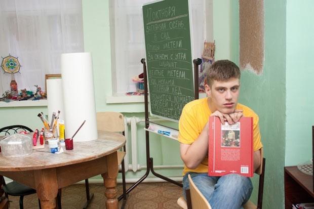 Самая любимая мастерская - полиграфическая. Ребята самостоятельно выбирают, как лучше и интереснее сделать открытку, блокнот или записную книжку.