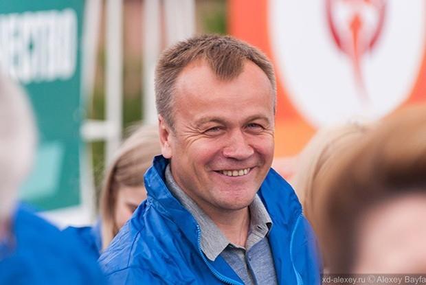 Сергей Ерощенко с удовольствием знакомился с будущими политиками и предпринимателями.