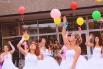 Участницы парада загадали желание и запустили их в небо вместе с воздушными шарами.