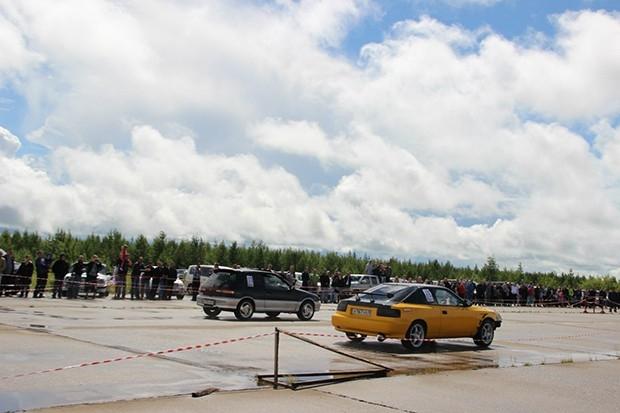Дождь не помешал ни участникам, ни зрителям насладиться настоящим автошоу, которое организовал «Автоклуб 38» при поддержке Администрации г. Усть-Илимска