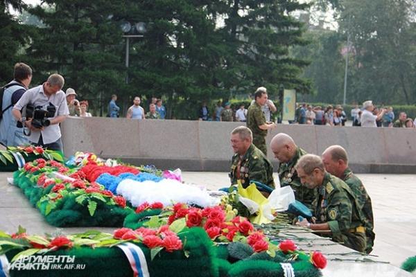 Ветераны вспомнили здесь своих боевых товарищей.