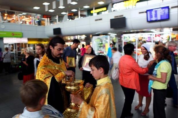 В 2010 году в аэропорту была построена часовня, в которой установили икону Божией Матери Благодатное Небо с частицей ризы пресвятой Богородицы.