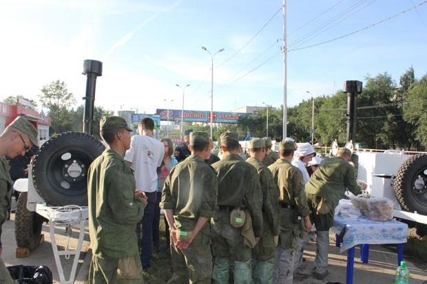 Для волонтеров и всех, кто нуждается в горячей пище в Хабаровске работает 4 полевые кухни.