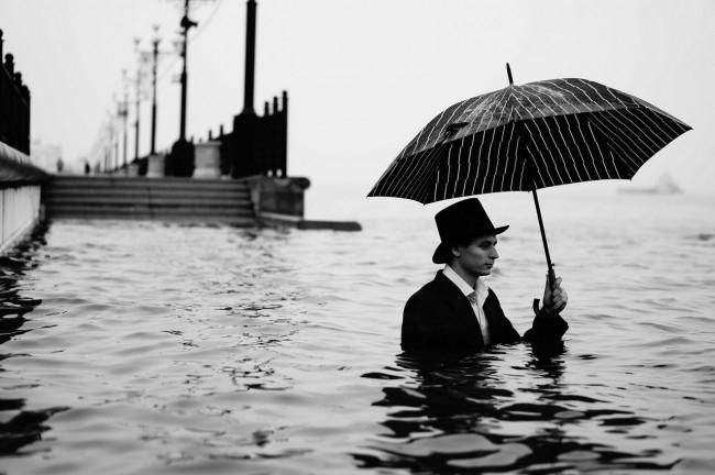 Некоторых потоп даже вдохновил на творчество.