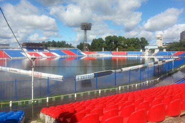 29 августа стадион уже больше стал напоминать бассейн - чаша заполнилась целиком.
