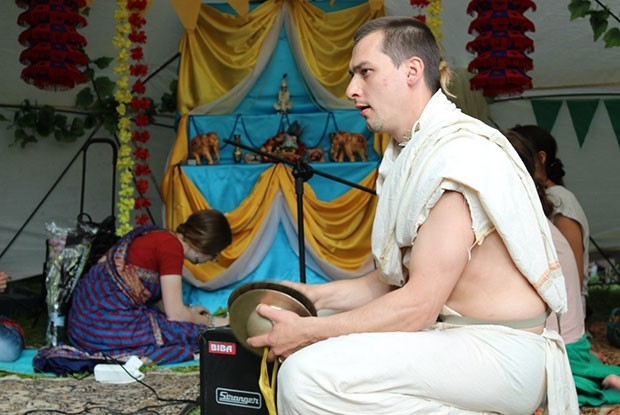Мини-концерты кришнаитов