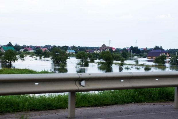 Тяжелей всего пришлось жителям Благовещенска и близлежащих поселков. так же затоплены дачные участки. Потеряно до 70 % урожая.