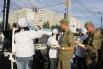 Людям, работающим на возведении дамб, выдаются гречневая каша, хлеб и горячий чай. Только 25 августа сотрудники МЧС России обеспечили питание около 800 человек.