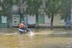 В некоторых районах города вода не уходит с улиц. Передвигаться затруднительно.