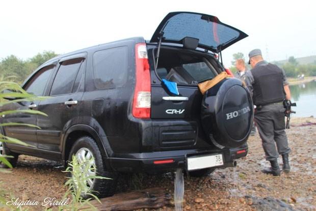 К счастью, автомобиль удалось достать при помощи грузовика.