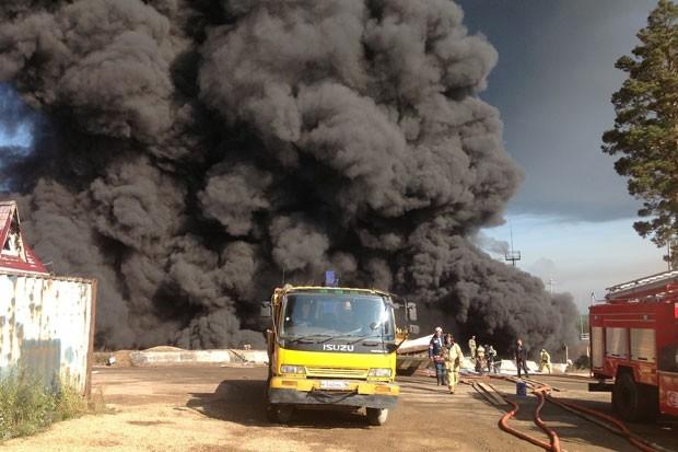 Нефтецистерна загорелась 21 августа в 12 часов по иркутскому времени. В этот момент рядом находилось около 300 работников предприятия.