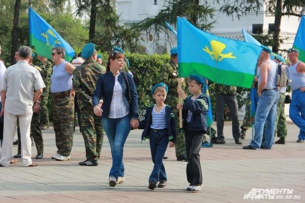 Семьи десантников гордятся символикой ВДВ
