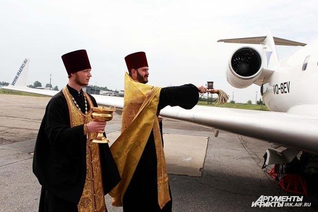 """В рамках события два самолета были освещены и получили имена """"Благоверный Князь Дмитрий Донской"""" и """"Георгий Победоносец"""","""