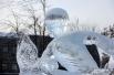 Лед для скульптур заготовили еще в прошлом году.