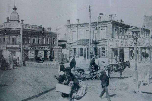 Арсенальская площадь. XIX в.