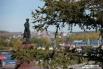 Вид на памятник первопроходцам
