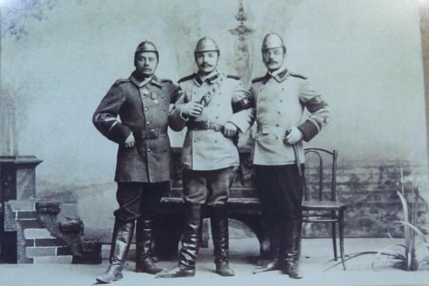 Бравые иркутские пожарные.