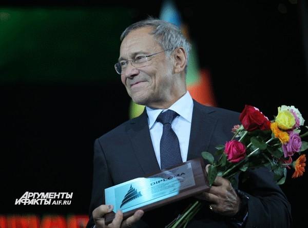 Режиссеру Андрей Кончаловский получил специальный приз «За особый вклад в киноискусство».