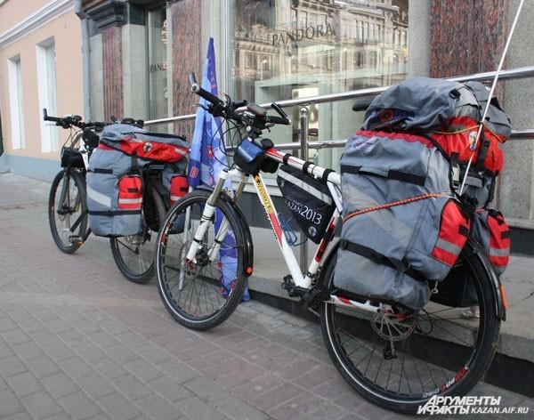 Велосипеды и снаряжение специально подготовлены для кругосветки