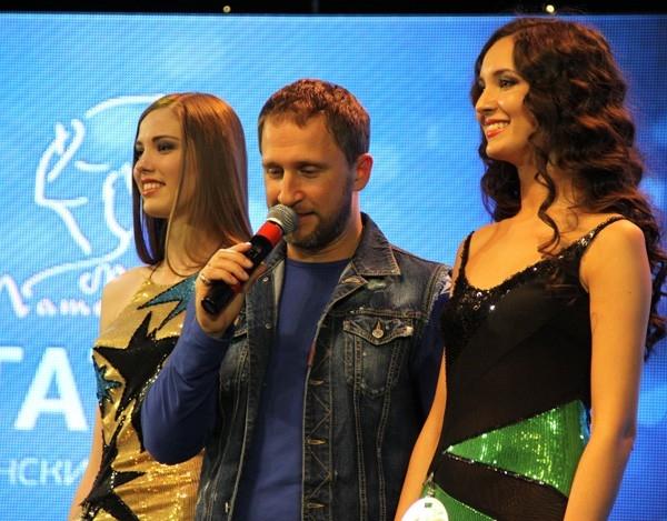 Ведущий - Оскар Кучера