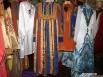 Комплект татарского национального костюма, оказывается, дорогое удовольствие: читек, расписанный орнаментом обойдется в 15 000 рублей, сам костюм (мужской или женский) в 25 000 рублей, приплюсовав головные убора и украшения получим около 70 000 рублей.