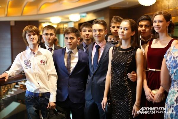 Последний школьный вечер выпускников казанского физико-математического лицея №131