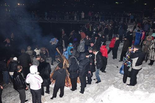 Крещенские купания в бухте в районе Сероглазки. 19/01/2012 Температура воздуха: -2