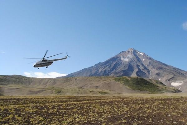 """Сверху за людьми """"приглядывали"""" с вертолета"""