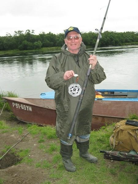 Писатель Виктор Евдокимов поймал на эту блесну самого крупного кижуча весом 5 кг 100г. И отпустил его обратно в реку…