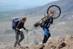 Дело нешуточное - с велосипедом на вершину