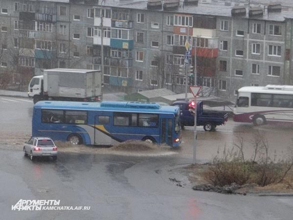 А автобусам всё непочём