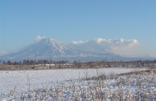 Вид на вулкан издалека
