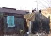 Одежду стирают в реке и сушат возле «дома»