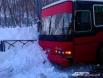 На дорогах произошло несколько ДТП. В одном из них автобус с пассажирами, вильнув от машины, врезался прямо в снежную гору