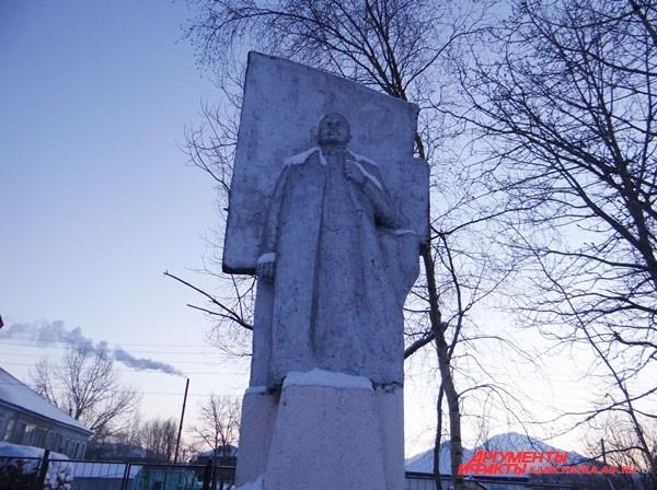 Ленин встречает всех въезжающих в Ключи