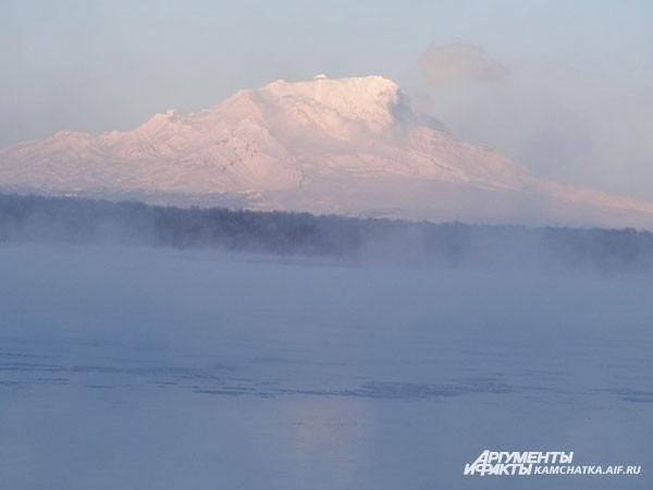 Напротив Ключевской сопки расположился вулкан Шивелуч