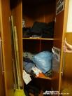 Шкаф в центре соц. обслуживания — одежду для бомжей здесь может оставить каждый